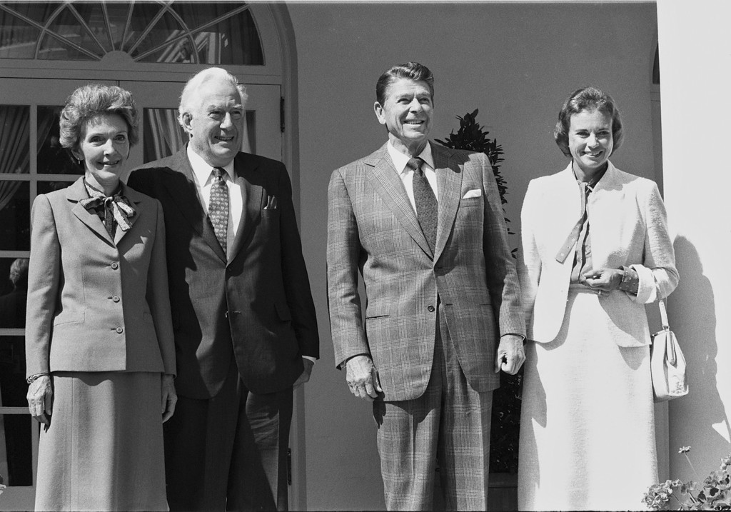 . Supreme Court Justice designate Sandra Day O\'Connor poses with first lady Nancy Reagan, Chief Justics Warren Burger and President Ronald Reagan during a reception at the White House Sept. 24, 1981.  (AP Photo)