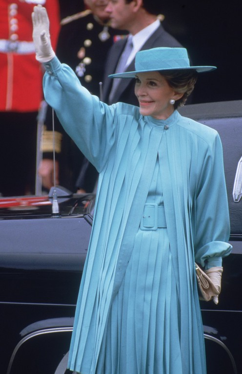 . 23rd July 1986:  Nancy Reagan, the wife of US president Ronald Reagan, arrives at Westminster Abbey in London to attend the wedding of the Duke of Duchess of York.  (Photo by Hulton Archive/Getty Images)