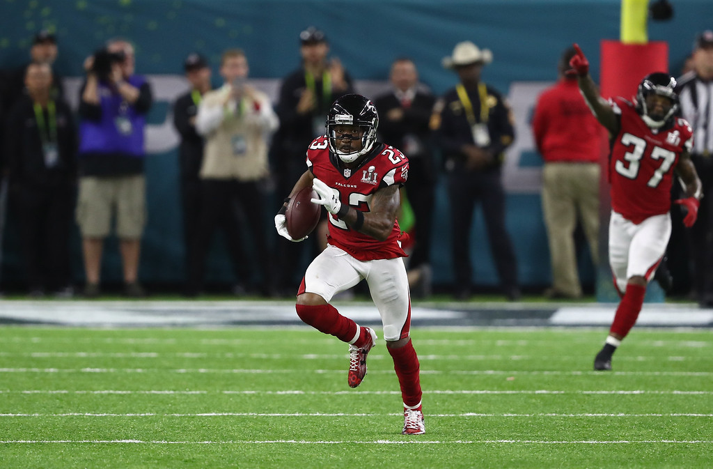. HOUSTON, TX - FEBRUARY 05: Robert Alford #23 of the Atlanta Falcons runs the ball 82 yards for a touchdown against the New England Patriots duringthe second quarter of Super Bowl 51 at NRG Stadium on February 5, 2017 in Houston, Texas.  (Photo by Elsa/Getty Images)