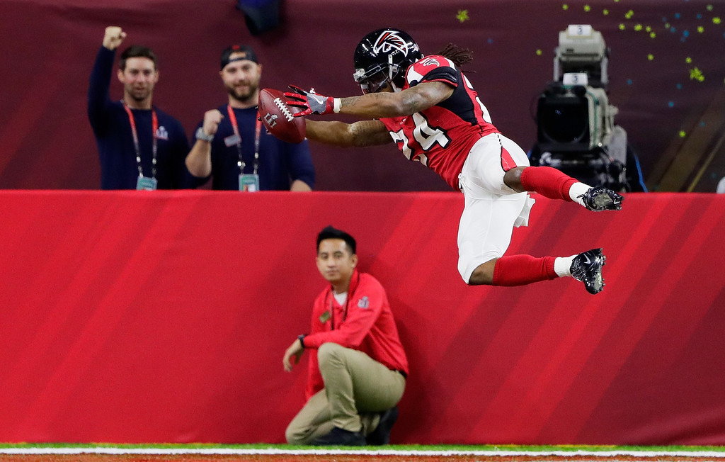 . HOUSTON, TX - FEBRUARY 05:  Devonta Freeman #24 of the Atlanta Falcons scores a touchdown on a 5 yard run against the New England Patriots in the second quarter during Super Bowl 51 at NRG Stadium on February 5, 2017 in Houston, Texas.  (Photo by Jamie Squire/Getty Images)