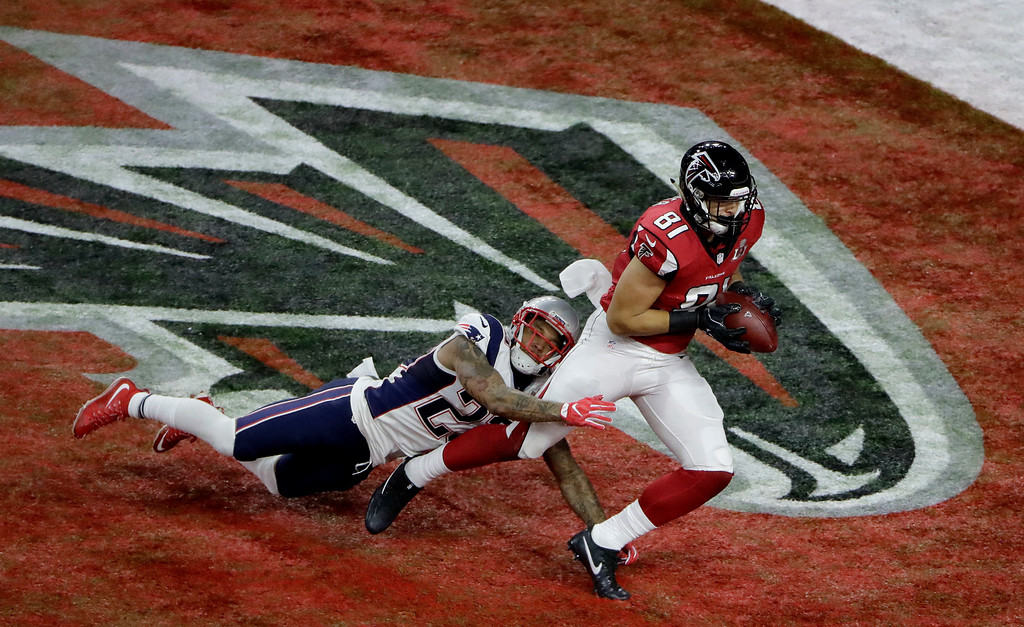 . Atlanta Falcons\' Austin Hooper catches a touchdown pass ahead of New England Patriots\' Patrick Chung during the first half of the NFL Super Bowl 51 football game Sunday, Feb. 5, 2017, in Houston. (AP Photo/Charlie Riedel)