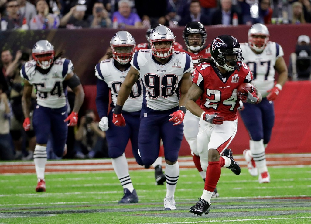 . Atlanta Falcons\' Devonta Freeman runs against the New England Patriots defense during the first half of the NFL Super Bowl 51 football game Sunday, Feb. 5, 2017, in Houston. (AP Photo/David J. Phillip)