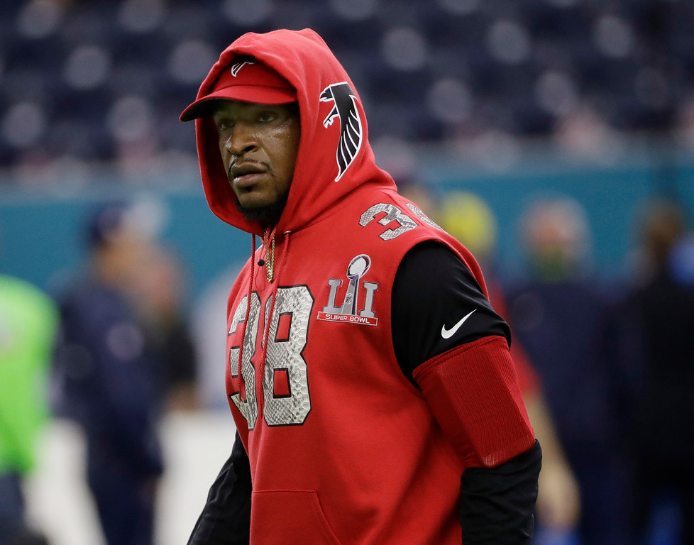 . Atlanta Falcons\' Dashon Goldson warms up before the NFL Super Bowl 51 football game against the New England Patriots Sunday, Feb. 5, 2017, in Houston. (AP Photo/David J. Phillip)