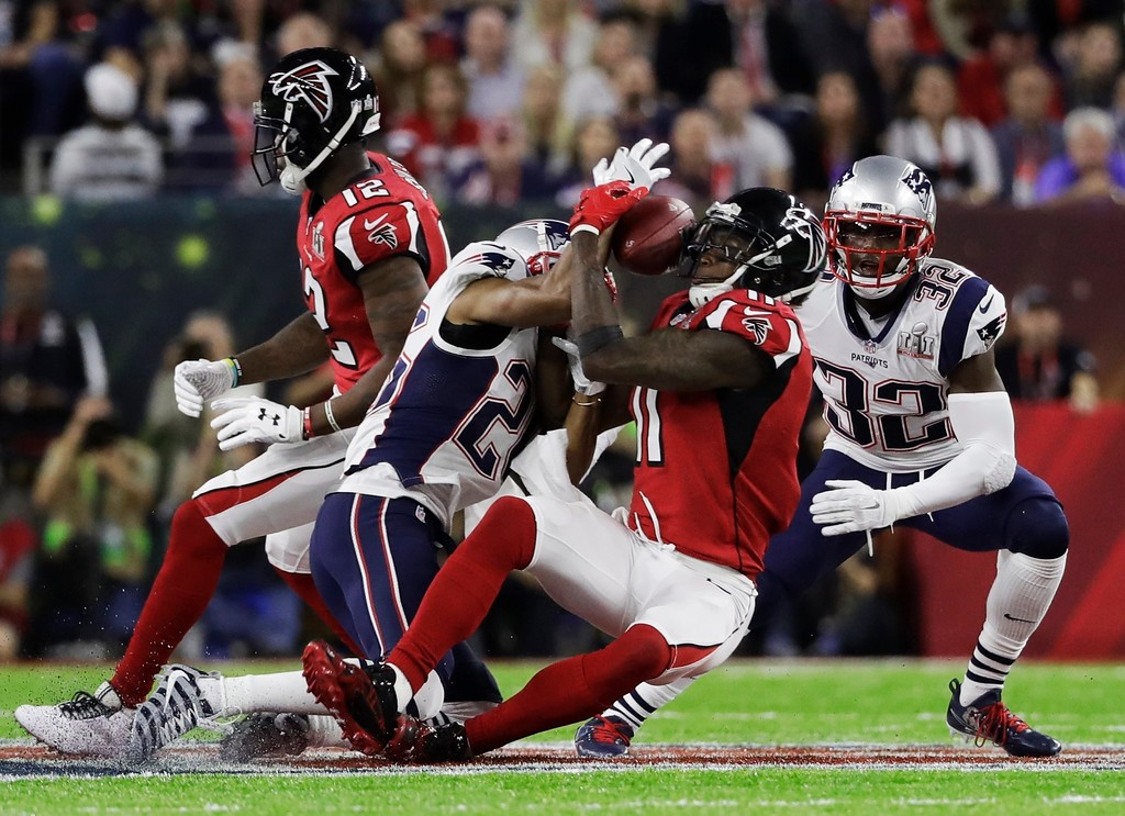 . Atlanta Falcons\' Julio Jones, right, makes a catch as New England Patriots\' Logan Ryan defends during the first half of the NFL Super Bowl 51 football game Sunday, Feb. 5, 2017, in Houston. (AP Photo/Chuck Burton)