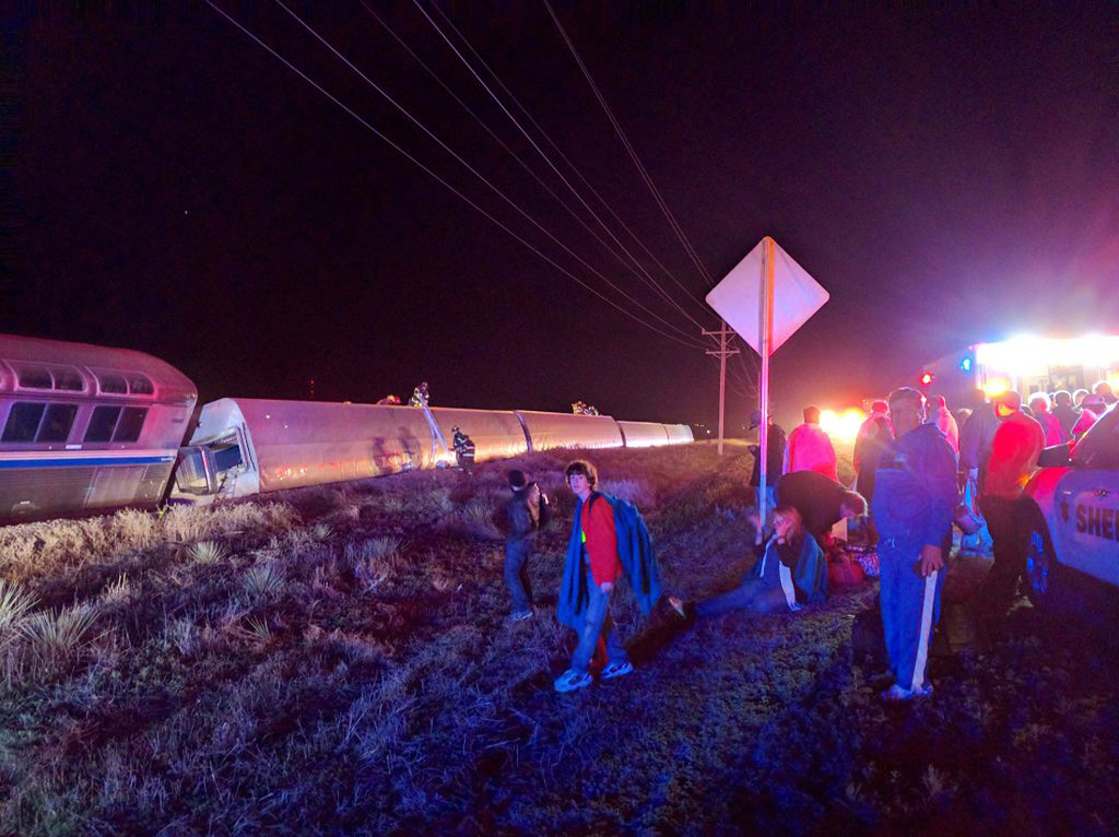 . Passengers gather after a train derailed near Dodge City, Kan., Monday, March 14, 2016. An Amtrak statement says the train was traveling from Los Angeles to Chicago early Monday when it derailed just after midnight. (Daniel Szczerba via AP)