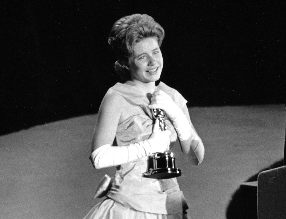 ". FILE - In this April 8, 1963 file photo, actress Patty Duke, 16, accepts the Oscar as best supporting actress for her work in ""The Miracle Worker\"" at the annual Academy Awards in Santa Monica, Calif.  Duke, who won an Oscar as a child at the start of an acting career that continued through her adulthood, died Tuesday, March 29, 2016, of sepsis from a ruptured intestine. She was 69. (AP Photo, File)"