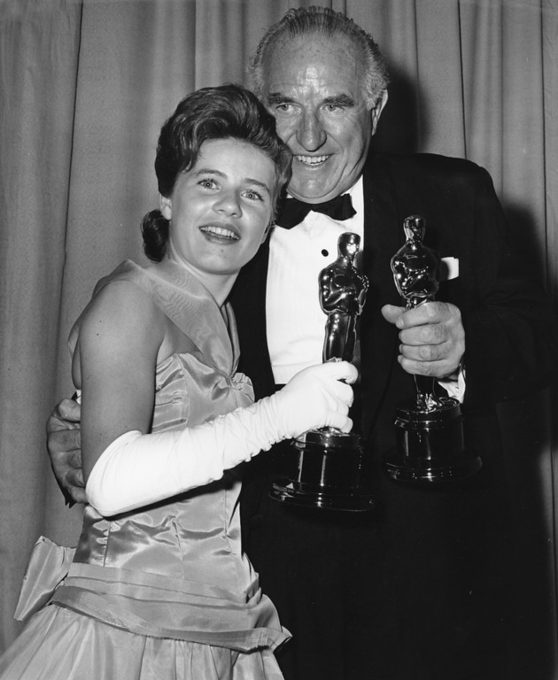 ". Patty Duke and Ed Begley hold the Oscars they won respectively for best supporting actress in ""The Miracle Worker,\"" and best supporting actor in \""Sweet Bird of Youth\"" at the annual Academy Award presentations in Santa Monica, Calif., on April 8, 1963. ( AP Photo/stf)"