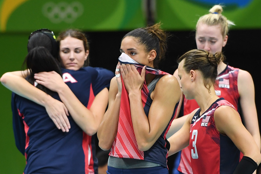 . USA\'s Alisha Glass (C) reacts with teammates after losing their women\'s semi-final volleyball match against Serbia at the Maracanazinho stadium in Rio de Janeiro on August 18, 2016, during the Rio 2016 Olympic Games. (ERIC FEFERBERG/AFP/Getty Images)