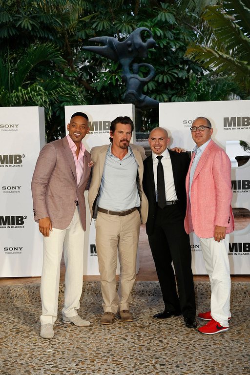 ". CANCUN - APRIL 17: Will Smith, Josh Brolin, Pitbull and director Barry Sonnenfeld at the ""MIB 3\"" photo call at Summer of Sony 4 Spring Edition held at the Ritz Carlton Hotel on April 17, 2012 in Cancun, Mexico.  (Photo by Matt Dames/Sony via Getty Images)"