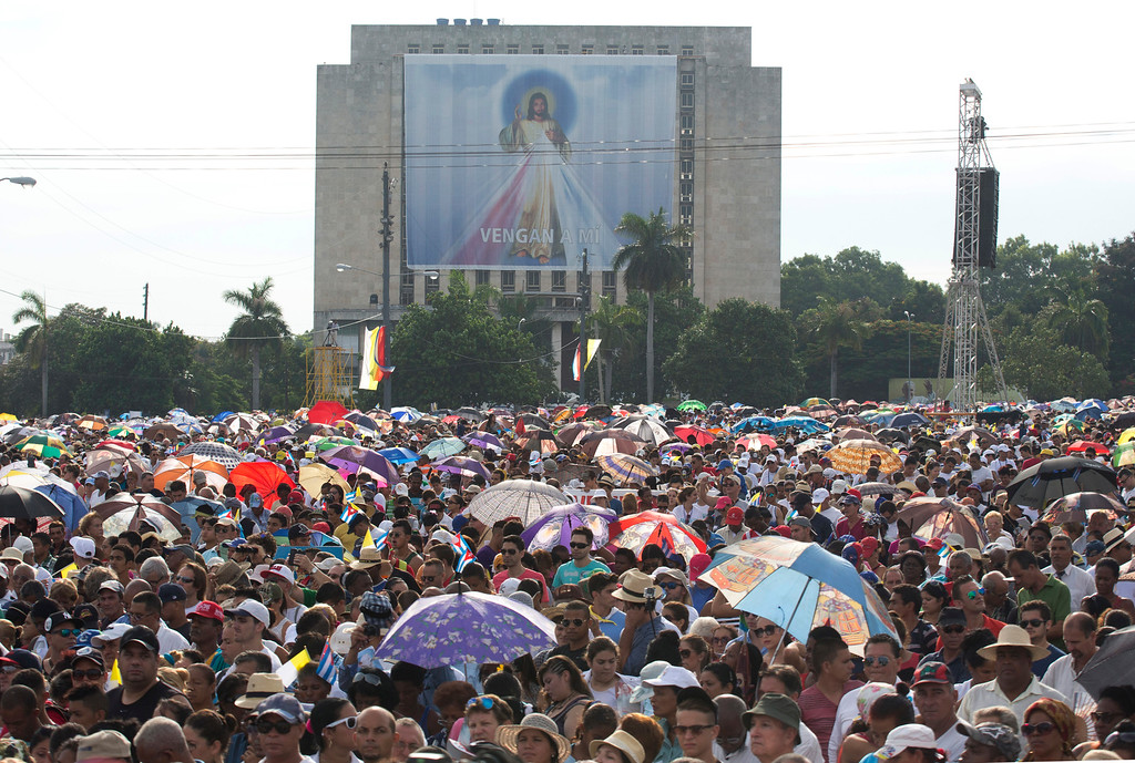 . Faithful attend Mass celebrated by Pope Francis at Revolution Plaza in Havana, Cuba, Sunday Sept. 20, 2015. Pope Francis opens his first full day in Cuba on Sunday with what normally would be the culminating highlight of a papal visit: Mass before hundreds of thousands of people in Havana\'s Revolution Plaza. (AP Photo/Ramon Espinosa)