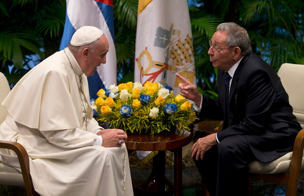 . Pope Francis visits with Cuba\'s President Raul Castro, in Havana, Cuba, Sunday, Sept. 20, 2015. Francis thanked Castro for his welcome at Havana\'s airport on Saturday and for the Cuban president\'s pardons for 3,522 prisoners convicted of relatively minor crimes, in their exchange before a private meeting. (Ismael Francisco/Cubadebate Via AP)