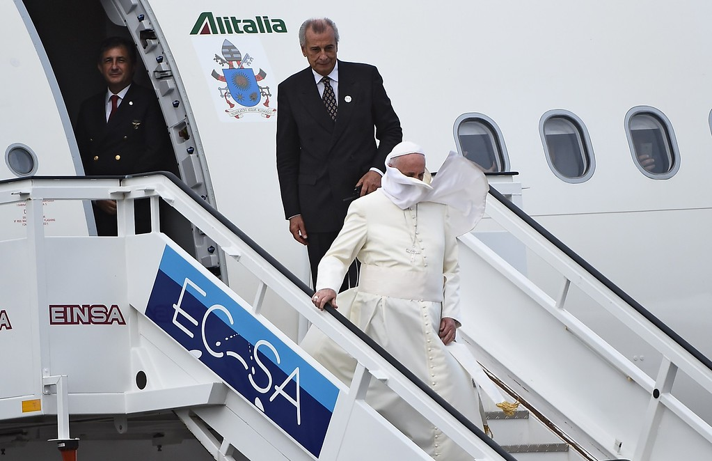 . Pope Francis (C) arrives at Havana\'s international airport on September 19, 2015 on the first leg of a high-profile trip that will also take him to the United States. The Alitalia plane carrying Pope Francis touched down at Havana\'s Jose Marti airport at 3:50 pm (1950 GMT), as thousands of people lined the road into the city, which was decked out in giant posters of the Argentine pontiff.          (FILIPPO MONTEFORTE/AFP/Getty Images)