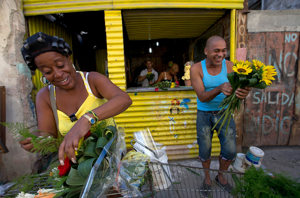. Cubans prepare flowers for sale at their stand near the pope\'s route from the airport to the papal ambassador\'s home before his arrival in Havana, Cuba, Saturday Sept. 19, 2015. Pope Francis begins a 10-day trip to Cuba and the United States on Saturday, embarking on his first trip to the onetime Cold War foes after helping to nudge forward their historic rapprochement. (AP Photo/Alessandra Tarantino)