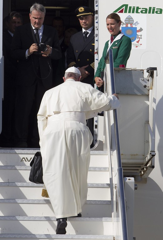 . Pope Francis boards his flight to La Habana, Cuba, where he will start a 10-day trip including United States, at Rome\'s Fiumicino international airport, Saturday, Sept. 19, 2015. (AP Photo/Riccardo De Luca)