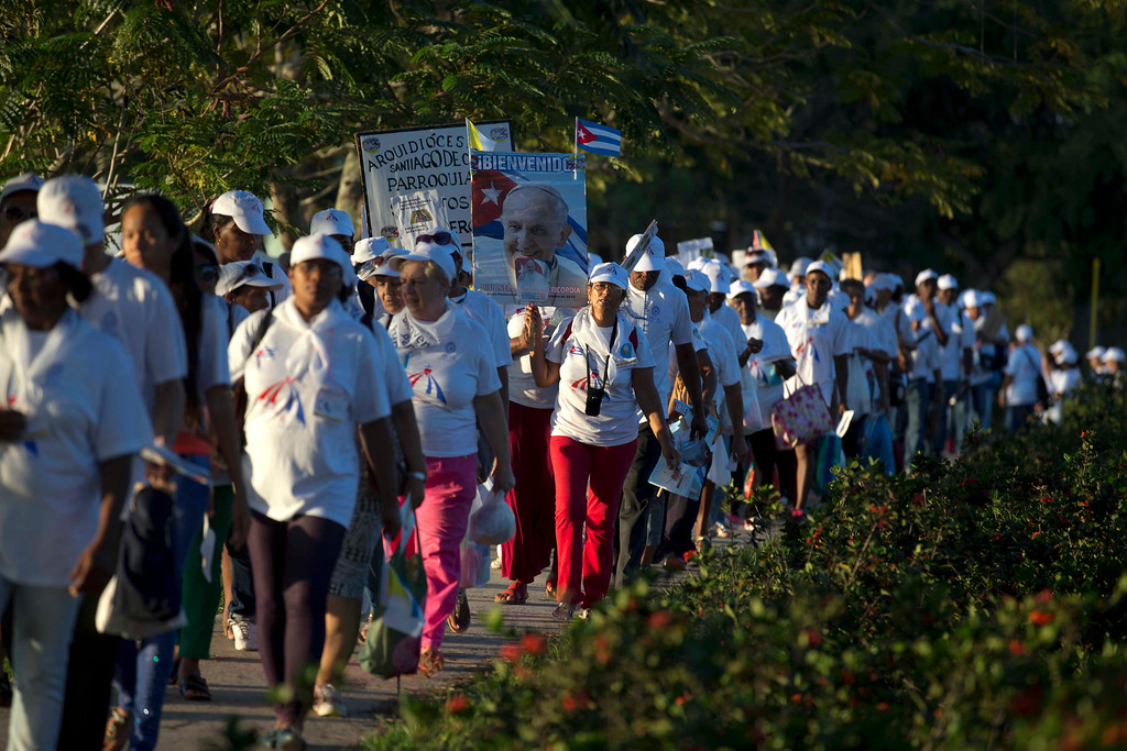 . People arrive at the Plaza of the Revolution to attend a Mass to be celebrated by Pope Francis in Holguin, Cuba, Monday, Sept. 21, 2015. Francis is the first pope to visit Holguin, Cuba\'s third-largest city. (AP Photo/Eduardo Verdugo)