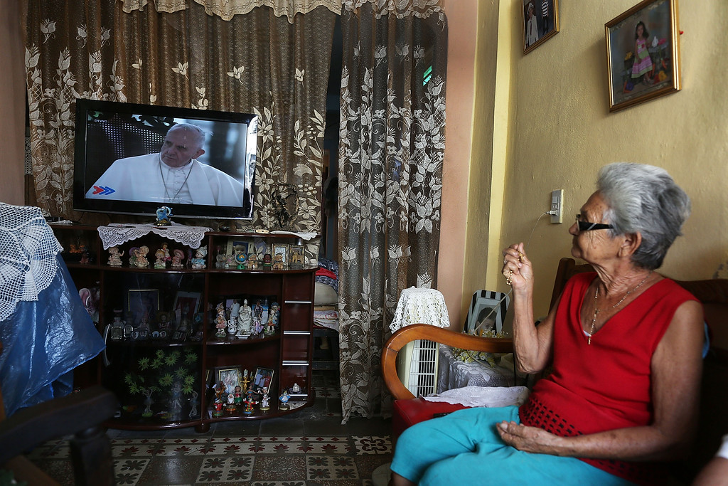 . Mirtha Naranjo watches as Pope Francis is shown on television as he arrives in Havana, Cuba on September 19, 2015 in Santiago de Cuba, Cuba. Pope Francis arrived in Havana, Cuba today for a three day visit where he meets President Raul Castro and holds Mass in Revolution Square before travelling to Holguin, Santiago de Cuba and onwards to the United States.  (Photo by Joe Raedle/Getty Images)