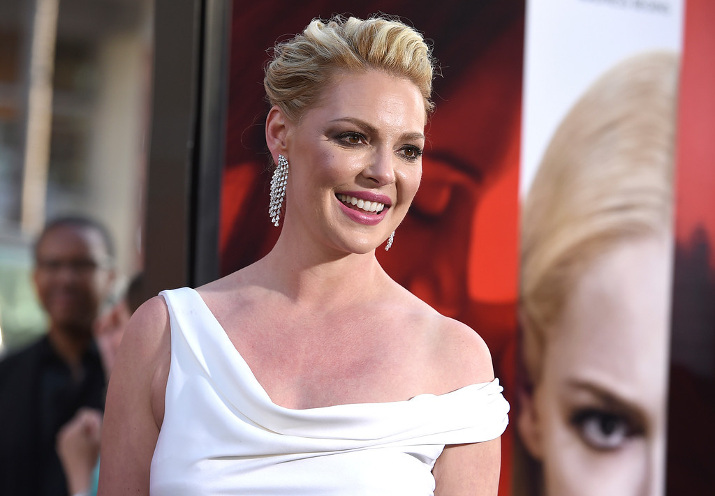 """. Katherine Heigl arrives at the Los Angeles premiere of \""""Unforgettable\"""" at the TCL Chinese Theatre on Tuesday, April 18, 2017. (Photo by Jordan Strauss/Invision/AP)"""