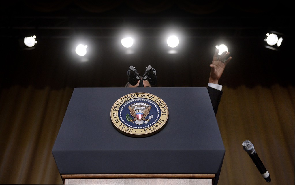 . US President Barack Obama drops the microphone after he speaks during the White House Correspondents\' Association annual dinner on April 30, 2016 at the Washington Hilton hotel in Washington.This is President Obama\'s eighth and final White House Correspondents\' Association dinner (Photo by Olivier Douliery-Pool/Getty Images)