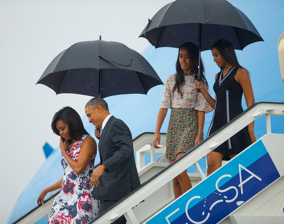 . President Barack Obama, second from left, arrives with first lady Michelle Obama, left, and their daughters Sasha, right, and Malia, as they exit Air Force One at the airport in Havana, Cuba, Sunday, March 20, 2016. Obama and his family are traveling to Cuba, the first U.S. president to visit the island in nearly 90 years.. (AP Photo/Pablo Martinez Monsivais)