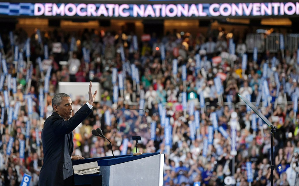 . US President Barack Obama waves as he arrives to speak at the Democratic National Convention at the Wells Fargo Center in Philadelphia, Pennsylvania, July 27, 2016. (MANDEL NGAN/AFP/Getty Images)