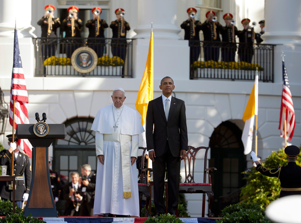. President Barack Obama and Pope Francis stand at attention during the playing of the national anthems during a state arrival ceremony for the pope, Wednesday, Sept. 23, 2015, on the South Lawn of the White House in Washington. (AP Photo/Pablo Martinez Monsivais)