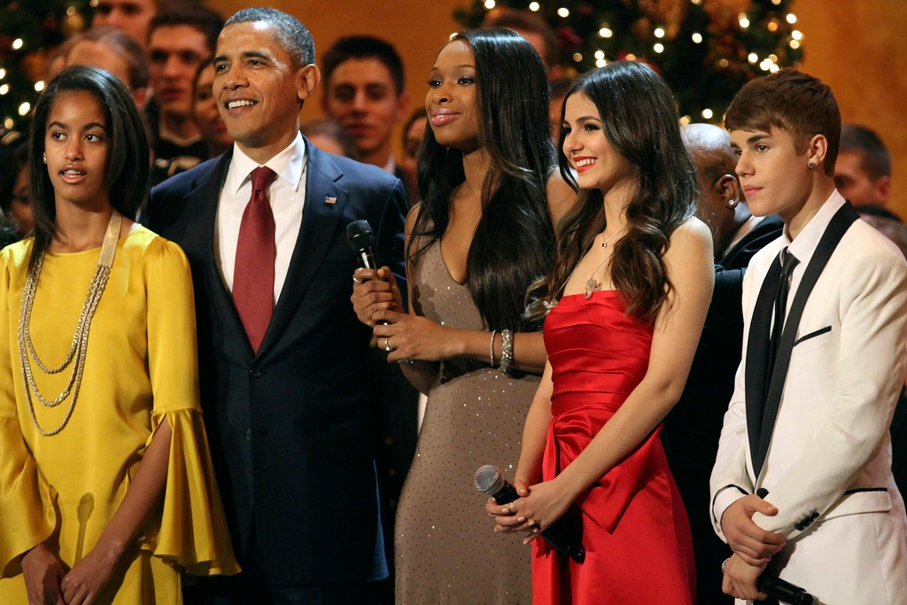 ". From left, Malia Obama, President Barack Obama, and performers Jennifer Hudson, Victoria Justice, and Justin Bieber, stand on stage before singing ""Hark! The Herald Angels Sing\"" at the annual Christmas in Washington taping at the National Building Museum in Washington, Sunday, Dec. 11, 2011. (AP Photo/Jacquelyn Martin)"