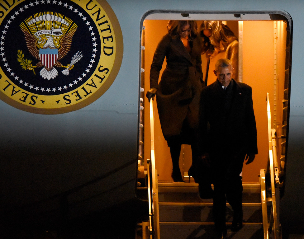 . President Barack Obama and first lady Michelle Obama walk off Air Force One after arriving at O\'Hare International Airport Tuesday, Jan. 10, 2017, in Chicago. (AP Photo/Paul Beaty)