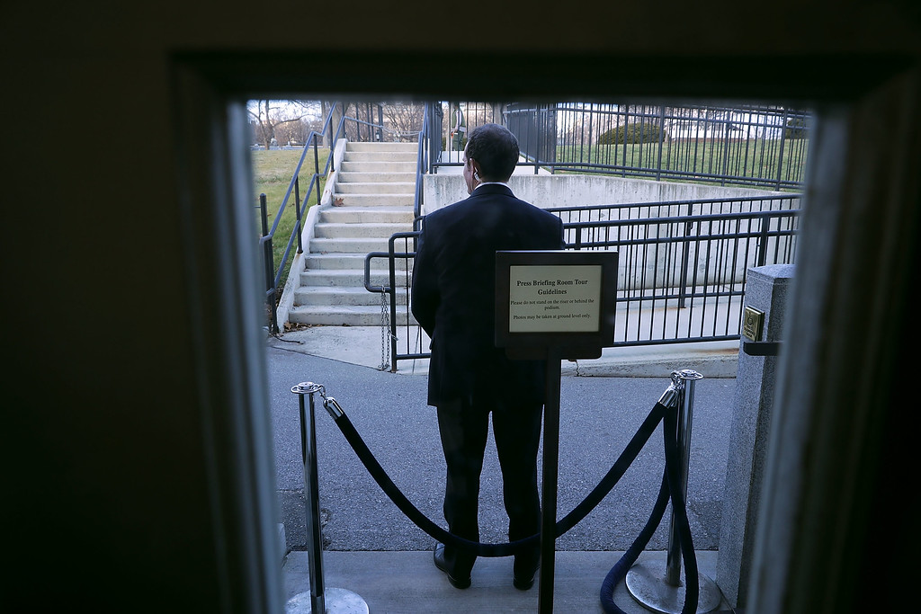 . WASHINGTON, DC - JANUARY 18:  A U.S. Secret Service agent stands watch outside the door of the Brady Press Briefing Room during President Barack Obama\'s last news conference at the White House January 18, 2017 in Washington, DC. This was Obama\'s final question-and-answer session with reporters before New York real estate mogul and reality television personality Donald Trump is sworn in as the 45th president of the United States on Friday.  (Photo by Chip Somodevilla/Getty Images)