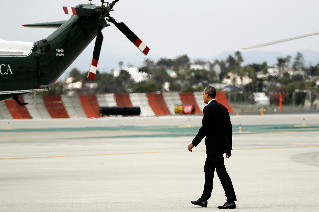 . President Barack Obama walks to Marine One after arriving at the Los Angeles International Airport Monday, Oct. 24, 2016, in Los Angeles. (AP Photo/Jae C. Hong)