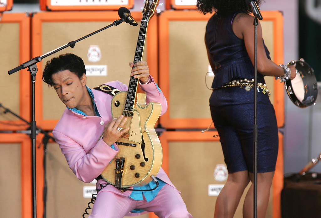 . NEW YORK - JUNE 16:  Singer Prince performs on ABC\'s Good Morning America Concert Series in Bryant Park on June 16, 2006 in New York City.  (Photo by Peter Kramer/Getty Images)