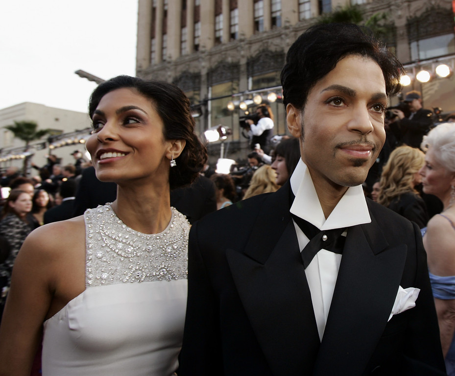 . Singer Prince arrives with his wife Manuela Testolini for the 77th Academy Awards Sunday, Feb. 27, 2005, in Los Angeles. Prince will be a presenter during the Oscars telecast.  (AP Photo/Kevork Djansezian)