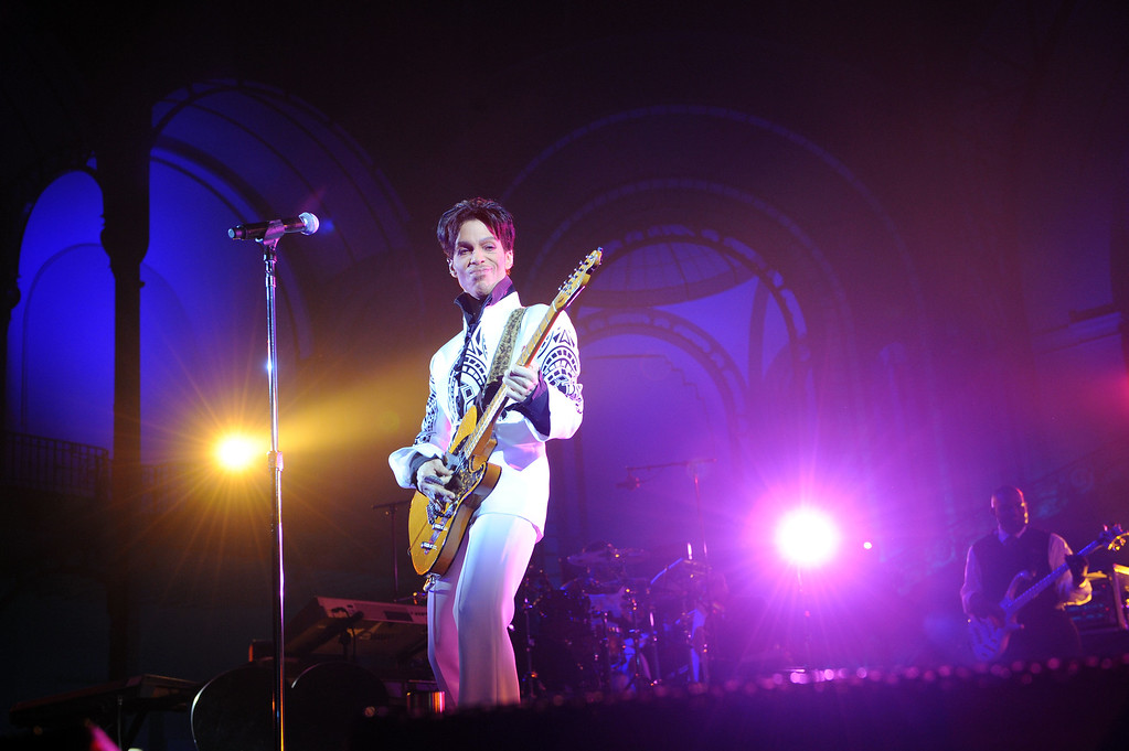 """. US singer Prince performs on October 11, 2009 at the Grand Palais in Paris. Prince has decided to give two extra concerts at the Grand Palais titled \""""All Day/All Night\"""" after he discovered the exhibition hall during Karl Lagerfeld\'s Chanel fashion show.  (BERTRAND GUAY/AFP/Getty Images)"""