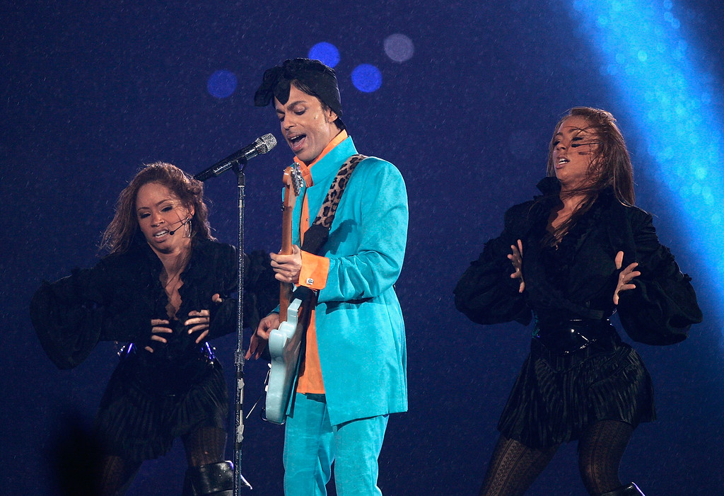 """. MIAMI GARDENS, FL - FEBRUARY 04:  Prince performs during the \""""Pepsi Halftime Show\"""" at Super Bowl XLI between the Indianapolis Colts and the Chicago Bears on February 4, 2007 at Dolphin Stadium in Miami Gardens, Florida.  (Photo by Donald Miralle/Getty Images)"""