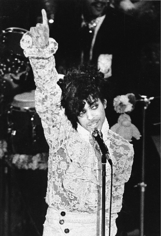 . Rock singer Prince performs during the 27th annual Grammy Awards at the Shrine Auditorium in Los Angeles, Ca., Feb. 27, 1985.  Prince received three Grammys.  (AP Photo/Liu Heung-Shing)