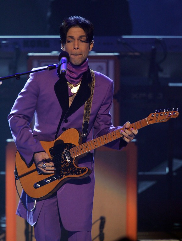 . LOS ANGELES, CA - JUNE 27:  Musician Prince performs onstage at the 2006 BET Awards at the Shrine Auditorium on June 27, 2006 in Los Angeles, California.  (Photo by Frazer Harrison/Getty Images)