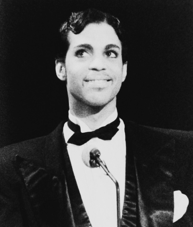 . Singing Star Prince is all smiles as he addresses the audience at the American Music Awards Monday evening, Jan. 27, 1986 in Los Angeles. (AP Photo/Nick Ut)