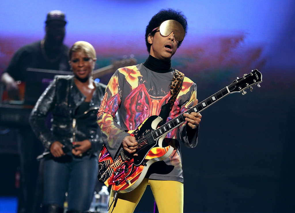 . Singer Mary J. Blige (L) and recording artist Prince perform onstage during the 2012 iHeartRadio Music Festival at the MGM Grand Garden Arena on September 22, 2012 in Las Vegas, Nevada.  (Photo by Christopher Polk/Getty Images for Clear Channel)