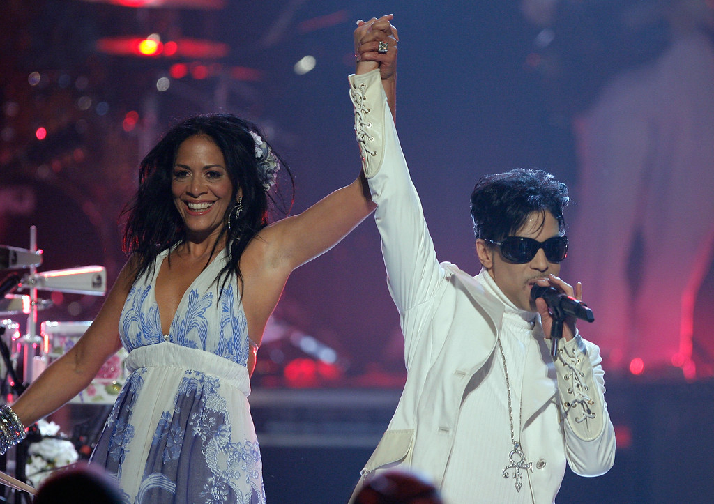 . PASADENA, CA - JUNE 01:  Musicians Sheila E. (L) and Prince perform onstage during the 2007 NCLR ALMA Awards held at the Pasadena Civic Auditorium on June 1, 2007 in Pasadena, California.  (Photo by Vince Bucci/Getty Images)