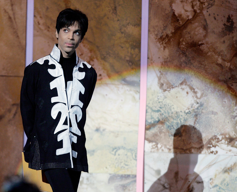 . Prince accepts the award for outstanding male artist at the 38th NAACP Image Awards, Friday, March 2, 2007, in Los Angeles.  (AP Photo/CHRIS CARLSON)