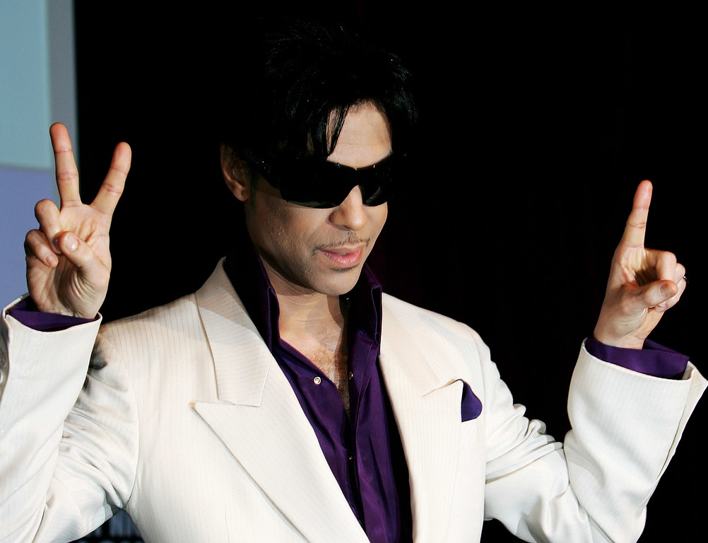 . LONDON - MAY 08:  Prince announces his \'21 Nights in London\' gigs at a press conference at the Hospital on May 8, 2007 in London, England.  The pop superstar will perform his greatest hits for the very last time with his opening nights at the O2 Arena commencing August 1 in London. (Photo by Claire Greenway/Getty Images)