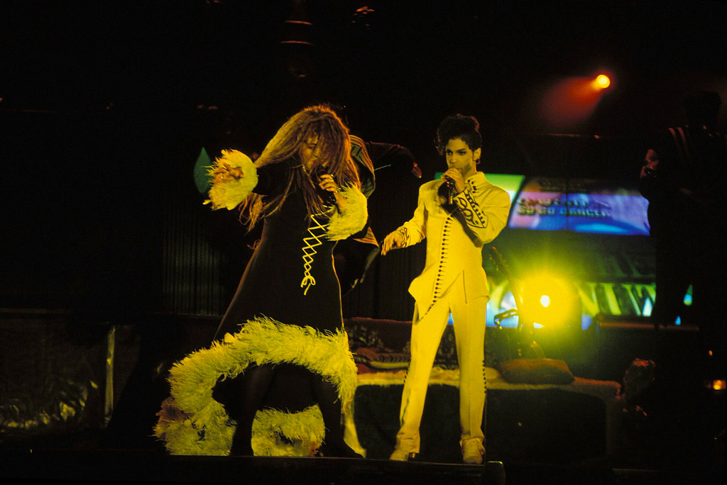 . SYDNEY - JANUARY 01:  SINGER PRINCE AND ROSIE GAINES PERFORM IN THE OPEN AIR SCG SHOW IN SYDNEY. (Photo by Patrick Riviere/Getty Images).