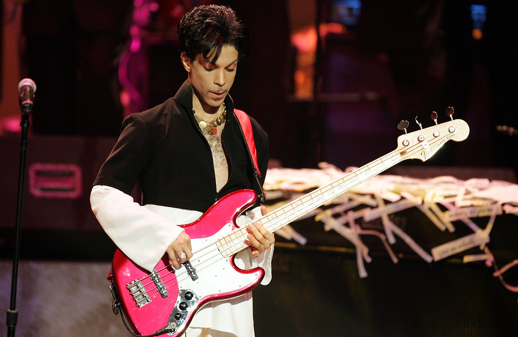 . LOS ANGELES, CA - MARCH 19:  Musician Prince performs on stage at the 36th NAACP Image Awards at the Dorothy Chandler Pavilion on March 19, 2005 in Los Angeles, California.  (Photo by Kevin Winter/Getty Images)