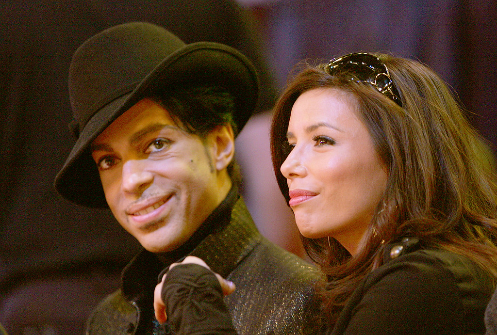 . LAS VEGAS - FEBRUARY 18:  Musician Prince (L) and actress Eva Longoria watch the 2007 NBA All Star Game on February 18, 2007 at Thomas & Mack Center in Las Vegas, Nevada.   (Photo by Jed Jacobsohn/Getty Images)