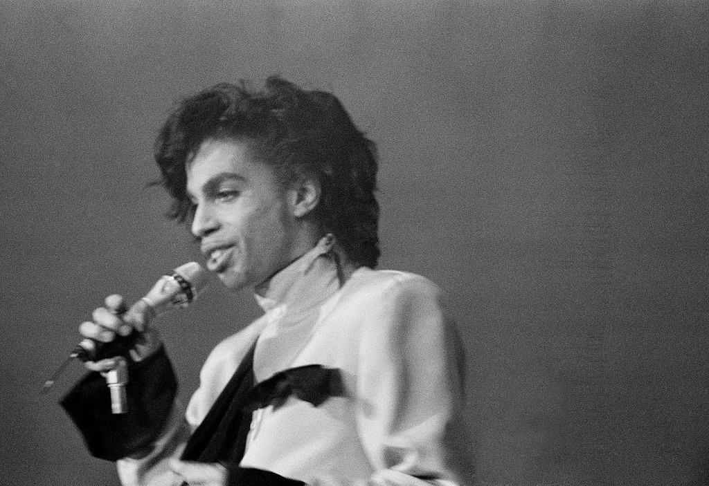 . Popstar Prince pictured performing to Dutch fans in the Galgenwaard Football Stadium in Utrecht Friday night, June 19, 1987 the first concert of three to be held in the Netherlands, part of Prince\'s European Tour. (AP Photo/Barbara Walton)