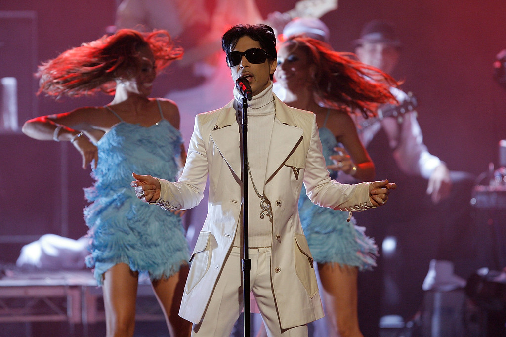 . PASADENA, CA - JUNE 01:  Musician Prince performs onstage during the 2007 NCLR ALMA Awards held at the Pasadena Civic Auditorium on June 1, 2007 in Pasadena, California.  (Photo by Vince Bucci/Getty Images)