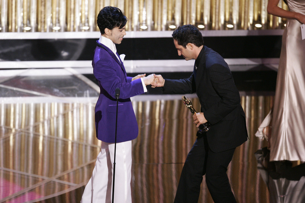 """. HOLLYWOOD, UNITED STATES:  Uruguyan composer Jorge Drexler (R) greets US musician Prince after winning best original song for \""""Al Otro Lado Del Rio\"""" from \""""Th Motorcycle Diaries\"""" during the 77th Academy Awards 27 February 2005 at the Kodak Theater in Hollywood.    (TIMOTHY A. CLARY/AFP/Getty Images)"""