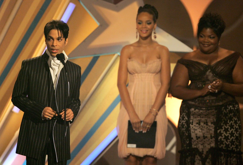 . LOS ANGELES, CA - JUNE 27:  Musician Prince accepts the Male R&B Award (L) from actress Mo\'Nique and singer Rihanna onstage at the 2006 BET Awards at the Shrine Auditorium on June 27, 2006 in Los Angeles, California.  (Photo by Frazer Harrison/Getty Images)
