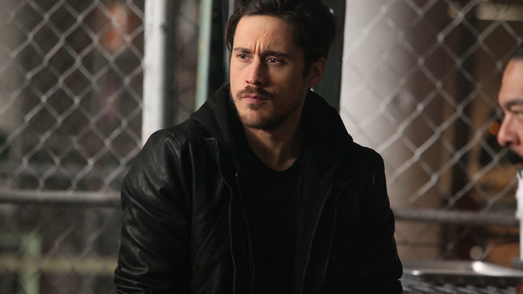 ". QUEEN OF THE SOUTH -- ""Engano, Como Una Regla\"" Episode 106 -- Pictured: Peter Gadiot as James Valdez -- (Photo by: Bill Matlock/USA Network)"