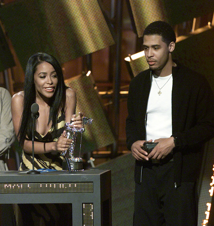 . Aaliyah and her brother at the 2000 MTV VMA awards. 9/7/2000  Photo: Scott Gries/ImageDirect