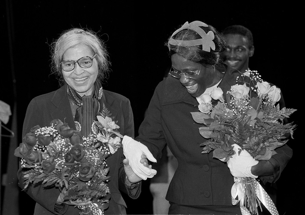 ". Rosa Parks, left, poses on stage at the Public Theatre in New York with actress Marian Rolle, April 3, 1981.  Ms. Rolle plays Ms. Parks in the play ""Rosa Parks: Back of the Bus,\"" which depicts Parks\' decision in December of 1955 to sit in the front of a bus in Montgomery, Ala.  At right is actor Joe Palmore. (AP Photo/Ray Stubblebine)"